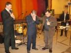 Пастор Орен Лев Ари благословляет Марка Якобсона (фото от 22 февраля 2011 года)