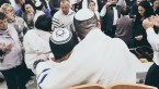 """Внос свитка Торы в общину """"Кацир рав"""" (ВИДЕО, ФОТО)"""